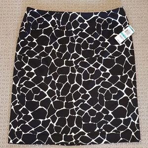 Bold midi skirt